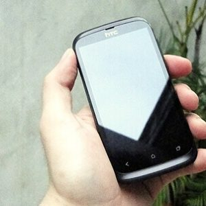 Thay-mat-kinh-cam-ung-HTC-desire-V